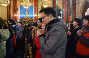 Chinese catholics pray during Christmas Eve Mass Serivce at Xishiku Catholic Church, also known as the North Church, in Beijing, China, 24 December 2013.